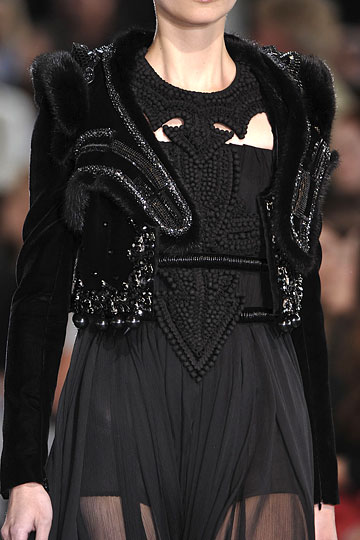 givenchy-couture-runway-fall09-details-2