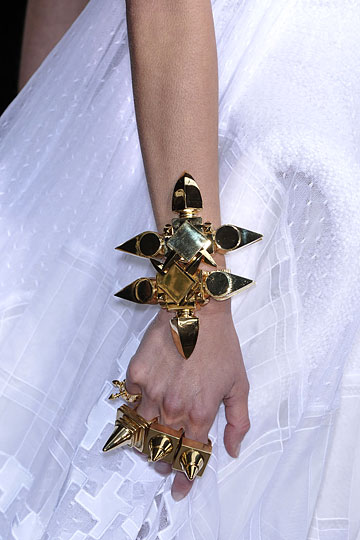 givenchy-couture-runway-fall09-details-7